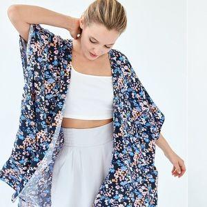Sunday Best Aritzia Atkin Lightweight Oversized Floral Shirt Sleeve Kimono